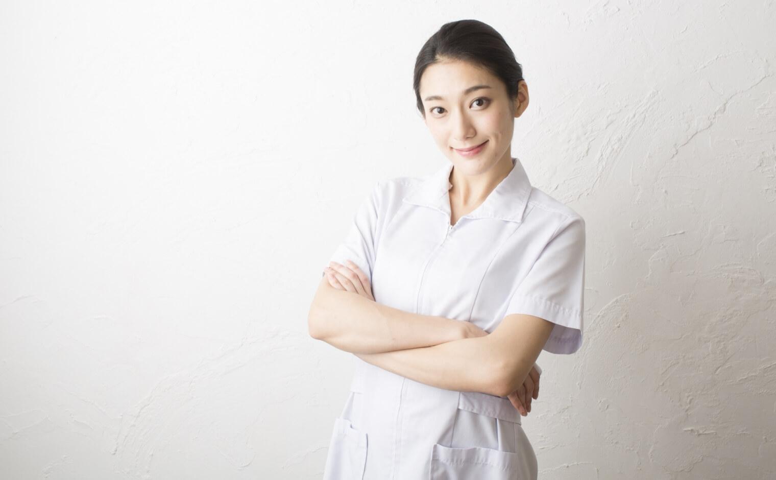看護師の服の色